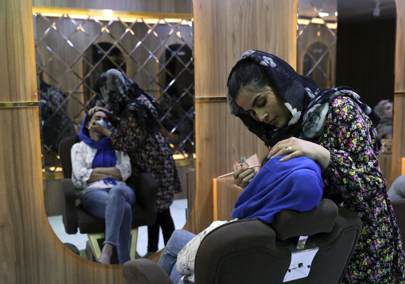 Kabul's young working women